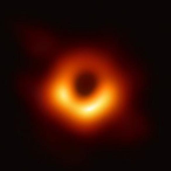 L'mmagine del buco nero apparsa su un Mac