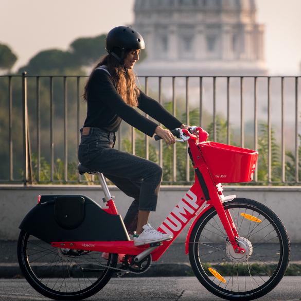 A Roma arrivano le biciclette condivise di Uber Jump. Di che si tratta