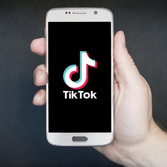 Come essere efficiente nell'era delle Stories e di TikTok se sei un Social Media Manager